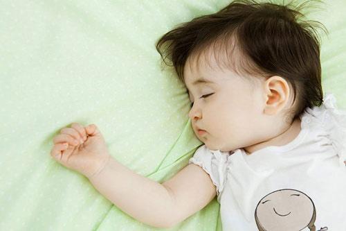 Người lớn không nên quyết định nhiệt độ trong phòng có trẻ mới sinh theo sự thoải mái của mình.