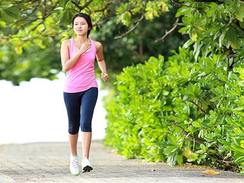 Đi bộ nhanh giúp giảm nguy cơ đột quỵ