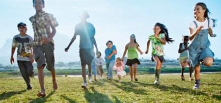 Hoạt động ngoài trời giúp trẻ giảm nguy cơ cận thị