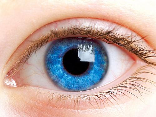 Các khối u ác tính phổ biến hơn ở người có mắt xanh